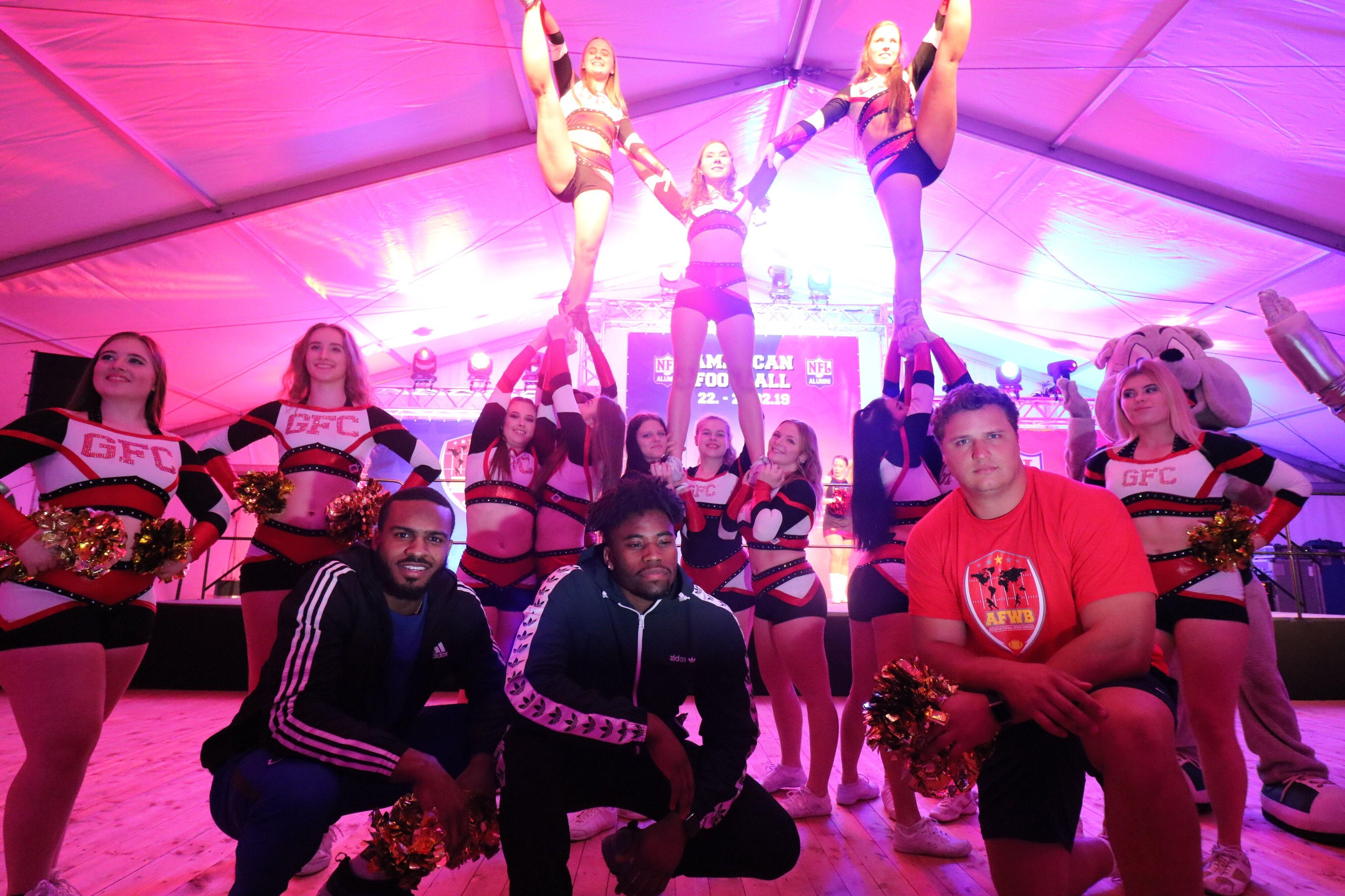 Cheerleaderswithplayers